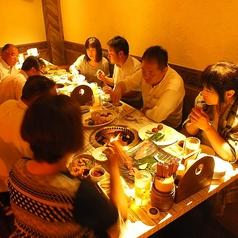 【半地下】4名掛けのテーブルが3つあるお部屋です。10名様から貸切OK。最大15名様まで。
