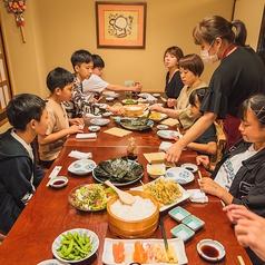 1階テーブル席は10名規模のお食事にもご利用頂けます。