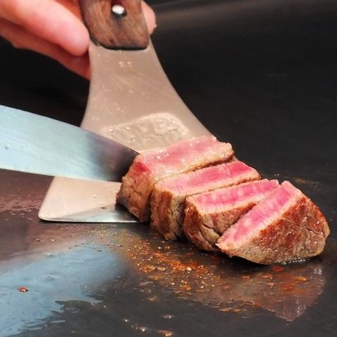 肉汁たっぷり!旨味ぎっしり!の絶品神戸牛。一口目は赤穂の塩でお召し上がり下さい。