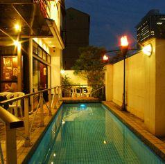 ライトアップされたプールがロマンチック♪ ※夏季限定