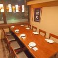 店内は落ち着いた和の空間で、少人数のご宴会から接待まで様々なシーンでご利用いただける完全個室もご用意しております。8名様向け個室は接待や会食に最適な完全個室で、ごゆっくりとお料理をお楽しみただけます!旬の鮮魚や季節の食材を使ったこだわりの料理と厳選した日本酒をご堪能ください!