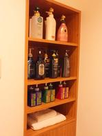 シャンプーが豊富なシャワー室