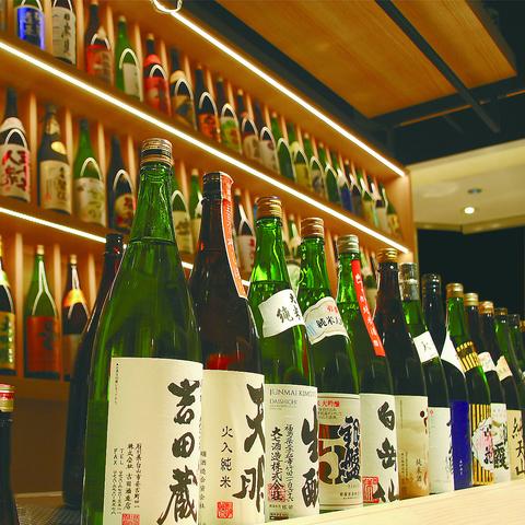 全国各地から厳選された個性豊かな日本酒を、多彩な料理と共に愉しめる空間です。