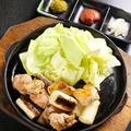 料理メニュー写真はかた地鶏の岩塩焼き