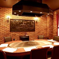 10名様までの個室2部屋を繋げることで、最大20名様までの個室もご用意可能です。ご家族、ご親戚のお集まりや、大人数で集まる懇親会などにもおすすめの空間です。