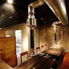 プライベート空間が保たれた個室のお席になります!友人や恋人と鍋やチーズダッカルビをご堪能ください