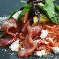 料理メニュー写真ベーコンとフレッシュチーズのトマトソース生パスタ