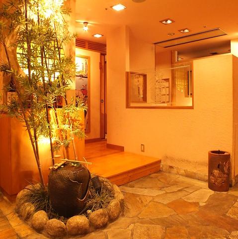 広島の蔵元「酔心」直送の日本酒を、落ち着いた雰囲気の和個室で楽しむ…。
