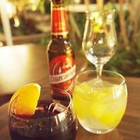 昼はカフェ、夜はスペイン風バルでアルコールもOK♪