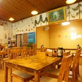 4名様用のテーブル席は結合することで8名様までお座りいただけます。少人数から団体まで幅広くお使いいただけます。