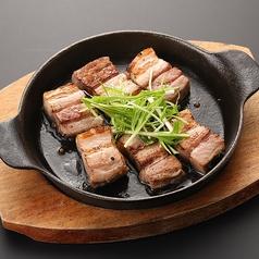 料理メニュー写真バジル豚バラ