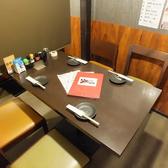 4名様用テーブルは隣の2名様テーブルと組み合わせ、8名様でもご利用いただけます
