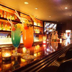 お酒を楽しむなら大人な雰囲気のカウンター席へお越しください。