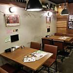 ナチュラルで広々と使えるテーブル席 ※画像は系列店 席タイプに関しては店舗までお問い合わせください。
