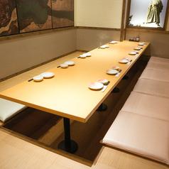 11名様用堀こたつ座敷席はちょっとした飲み会にもお役立ち。上質な和の空間で時間いっぱい当店の料理と会話を楽しんでいただけます。この寒い時期心身ともに温まる鍋料理を多数ご用意しておりますので宴の場にも是非ご賞味くださいませ。