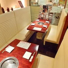 ガラスで仕切られた個室風ボックス席です。ボックス席全体で10名様までご利用可能です。