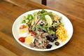 料理メニュー写真炙りカルビのパワーサラダ