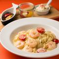 料理メニュー写真エビとミニトマトのクリームソーススパゲッティ