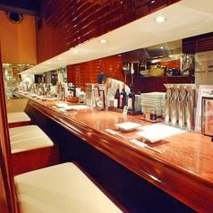 臨場感溢れるオープンキッチンのペアカウンター席です。