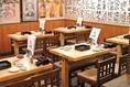 テーブルはレイアウトが自由自在なので、8名様や12名様など、ご希望の人数でお席のご用意ができます。コースのお料理は3名様~なので、事前のご予約でお仕事の慰労会にもどうぞ。