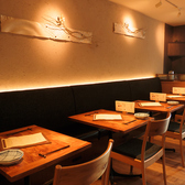 【テーブル2名様×4】店内はとても落ち着いた雰囲気。清潔感のある広々とした店内で、絶品お料理をご堪能下さい♪