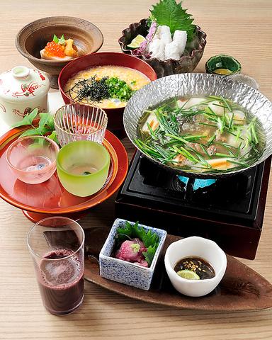 人・食材・季節の出会いと調和を大切に。一皿の料理に心を込めておもてなし致します。