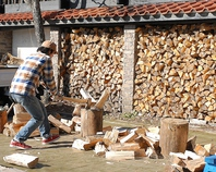 暖炉に使用する薪