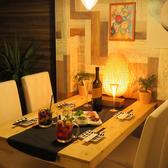 隠れ家のような、雰囲気の良い個室空間のテーブル席。誕生日や女子会にもぴったり。大人気の肉寿司やお肉料理、海鮮料理をお楽しみください♪昼飲み、昼宴会も大歓迎!