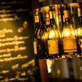 ITALIAN RESTAURANT & BAR GOHAN新宿店は店内のデザインにもこだわっております。ワインボトルを使用した照明で照らす空間は雰囲気抜群の空間となっております。おしゃれに飲んで食べて素敵な夜をお過ごしください。お得なクーポン等も多数ございますので当店をご利用される際は是非ご利用ください◎