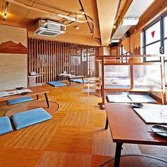 【4名様まで/座敷席】京都の景色を眺めながら宴会!京都タワーも見える♪靴を脱いでゆったりくつろいでいただけるので、ぜひ会話にも花を咲かせてください♪広々座敷は、京都タワーを望むことができる、開放的なお席となっております。宴会やパーティー、ご家族連れでのご利用にもおすすめです。