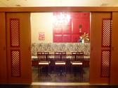 扉を閉めれば10名までの個室。韓流女子会、会社宴会に♪