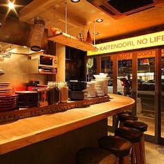 【1F】カウンター席(最大9名様)オープンキッチンのカウンター席は料理人の手さばきを楽しむのにおすすめです。カウンター席特典で隠れメニューのご紹介があるかも!?