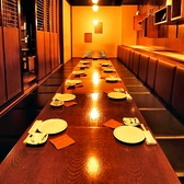 ご宴会にピッタリな2階掘りごたつ席は最大25名様までご利用頂けます。落ち着いた雰囲気のお席ですので大人数でのご接待にも最適です。