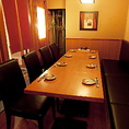 人数により変化できるテーブル席 最大15名様まで収容可能