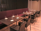 【テーブルソファー席】4名様×3卓ございます。席のレイアウトの変更も可能です。