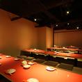 20人以上のご来店、ご宴会ですと、こちらのお部屋のご案内させていただきます☆こちらのお席は広い空間をご利用いただけます!大人数宴会もお席の交代がしやすいので、大盛り上がり間違いナシ!!