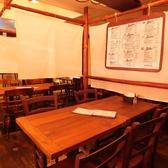 店内は間仕切りで仕切られた半個室がたくさんあります。お仕事帰りのプライベートなお食事、飲み会をゆったりとお楽しみいただけます。