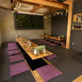 【2F】掘りごたつ式お座敷席(宴会セッティング)。最大25名までの貸切・個室宴会としても利用できる。