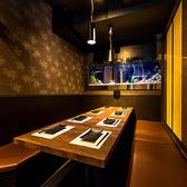 常に暖かな照明が包みこんでくれる広々個室空間に、落ち着いた雰囲気のお席も♪ゆったり掘り炬燵式個室もあります。女子会、合コン、誕生会、歓送迎会、各種宴会に最適!貸切も承ります。最大100名様まで対応♪お気軽にご相談下さい。【梅田駅徒歩2分 チーズタッカルビ×個室バル グレイビーバード】