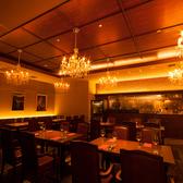NYの高級レストランをイメージした店内空間。人数に合せてお席をご用意致します。貸切も承ります。