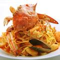 料理メニュー写真渡り蟹と魚介のトマトクリーム