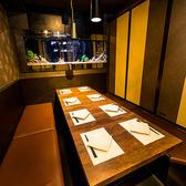 梅田店は全席扉付き個室席となっておりますので、合コンやデートなどにピッタリ!他人の目が気にせずお楽しみいただけるプライベート個室空間です。梅田での親しい友達同士の飲み会や同窓会、歓送迎会、会社飲み会、女子会、イベントなどにもうってつけ♪【梅田駅徒歩2分 チーズタッカルビ×個室バル グレイビーバード】