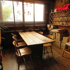6名掛けのお席は窓側に1テーブルのみ♪お天気のいい日は、陽射しも入り、明るい!人気のお席ですので、お早目にご予約ください!