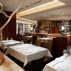10~14名様の小団体利用にお勧めのお席です。他のテーブルとも離れている為、落ち着いてお食事をお楽しみいただけます。