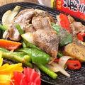 料理メニュー写真【夏季限定!!肉肉肉フェア】鉄板焼き!豚タンと夏野菜の黒こしょう炒め