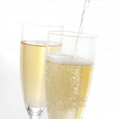 6名様以上コースご利用のお客様へ、乾杯用に梅酒スパークリングをご用意♪おしゃれな空間でおしゃれにスタート☆