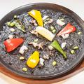 料理メニュー写真イカスミのパエリア 3名様分3450円(税抜)