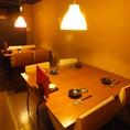 上品な光溢れるテーブル席