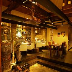 アジアンリゾートを感じる落ち着いた空間が特徴。カップルシートもお客様に大好評!
