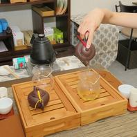 本場の台湾茶の伝統的なスタイルのカフェ